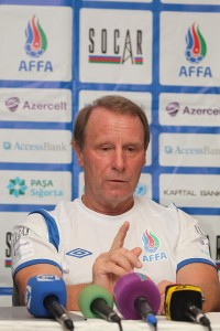 Berti_Vogts_press_conference
