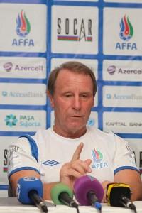 Berti_Vogts_press_conference