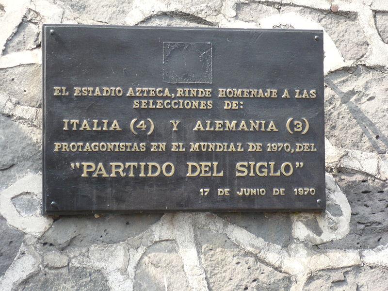 Gedenktafel am Aztekenstadion