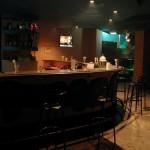 bar-pub-at-night-725x544